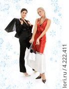Купить «Две счастливые покупательницы с сумками на фоне со снежинками», фото № 4222411, снято 29 сентября 2007 г. (c) Syda Productions / Фотобанк Лори