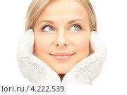 Купить «Красивая молодая женщина с белыми вязаными варежками на белом фоне», фото № 4222539, снято 30 октября 2010 г. (c) Syda Productions / Фотобанк Лори
