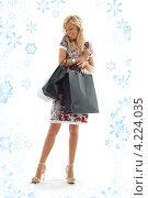 Купить «Счастливая покупательница с пакетами в руках после прогулки по магазинам», фото № 4224035, снято 15 августа 2006 г. (c) Syda Productions / Фотобанк Лори