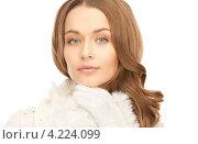 Купить «Очаровательная девушка в зимней одежде на белом фоне», фото № 4224099, снято 10 октября 2010 г. (c) Syda Productions / Фотобанк Лори
