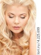 Купить «Роскошная молодая блондинка на белом фоне», фото № 4225699, снято 13 ноября 2010 г. (c) Syda Productions / Фотобанк Лори