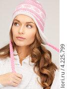Купить «Симпатичная девушка в зимней шапке на белом фоне», фото № 4225799, снято 10 октября 2010 г. (c) Syda Productions / Фотобанк Лори