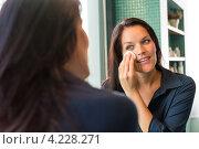 Купить «Девушка протирает лицо ватным диском в ванной комнате», фото № 4228271, снято 23 сентября 2012 г. (c) CandyBox Images / Фотобанк Лори