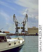 Купить «В порту города Сочи», фото № 4229207, снято 15 июля 2010 г. (c) Самойлова Екатерина / Фотобанк Лори