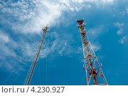 Купить «Коммуникационная вышка на фоне синего неба», фото № 4230927, снято 15 августа 2012 г. (c) Володина Ольга / Фотобанк Лори