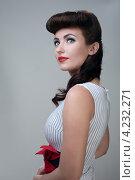 Купить «Студийный портрет молодой женщины в ретро стиле», фото № 4232271, снято 2 декабря 2012 г. (c) Типляшина Евгения / Фотобанк Лори