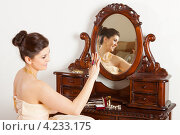 Купить «Девушка рассматривает новый перстень», фото № 4233175, снято 8 января 2013 г. (c) Сергей Дубров / Фотобанк Лори