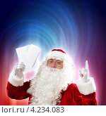Купить «Дед Мороз держит в руке новогоднее письмо, подняв указательный палец вверх», фото № 4234083, снято 28 сентября 2012 г. (c) Sergey Nivens / Фотобанк Лори