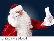 Купить «Дед Мороз читает длинное новогоднее письмо», фото № 4234451, снято 28 сентября 2012 г. (c) Sergey Nivens / Фотобанк Лори