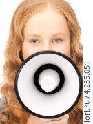 Купить «Юная рыжая девушка с мегафоном в руках», фото № 4235051, снято 27 ноября 2010 г. (c) Syda Productions / Фотобанк Лори