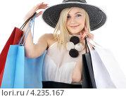 Купить «Юная девушка в шляпе с широкими полями и пакетами покупок на белом фоне», фото № 4235167, снято 19 января 2008 г. (c) Syda Productions / Фотобанк Лори