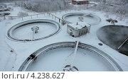 Купить «Огромные цистерны на территории завода», видеоролик № 4238627, снято 28 января 2013 г. (c) Кекяляйнен Андрей / Фотобанк Лори