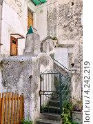 Купить «Фрагмент здания. Город Амальфи, Италия», фото № 4242219, снято 15 сентября 2012 г. (c) Илюхина Наталья / Фотобанк Лори