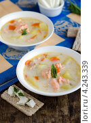 Купить «Сырный суп с семгой и овощами в белой миске на деревянном столе», фото № 4243339, снято 29 апреля 2010 г. (c) Татьяна Пинчук / Фотобанк Лори