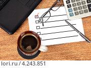 Купить «Список на рабочем месте бизнесмена», фото № 4243851, снято 18 сентября 2012 г. (c) Виталий Китайко / Фотобанк Лори
