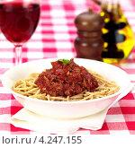 Купить «Итальянская кухня, спагетти с соусом болоньез», фото № 4247155, снято 24 января 2019 г. (c) Food And Drink Photos / Фотобанк Лори