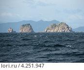 Купить «Скалистый морской берег», фото № 4251947, снято 26 октября 2008 г. (c) Александр Щербаков / Фотобанк Лори
