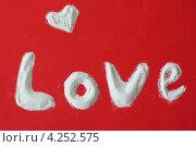 Любовь - буквы из песка на красном фоне. Стоковое фото, фотограф Сиверина Лариса Игоревна / Фотобанк Лори