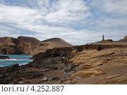Купить «Пустынный берег вулканического острова с маяком на холме, Азоры», фото № 4252887, снято 4 мая 2012 г. (c) Юлия Бабкина / Фотобанк Лори