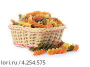 Купить «Разноцветные макароны в плетеной корзинке», фото № 4254575, снято 16 января 2013 г. (c) Воронин Владимир Сергеевич / Фотобанк Лори