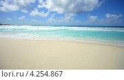 Купить «Пляж на тропическом острове», видеоролик № 4254867, снято 4 сентября 2011 г. (c) Серёга / Фотобанк Лори