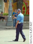 Купить «Регулировщик», фото № 4257827, снято 3 июня 2011 г. (c) Некрасов Андрей / Фотобанк Лори