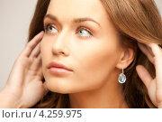 Купить «Молодая женщина с красивой кожей и темными волосами на белом фоне», фото № 4259975, снято 10 октября 2010 г. (c) Syda Productions / Фотобанк Лори