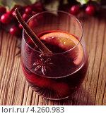 Купить «Глинтвейн с апельсином и корицей», фото № 4260983, снято 15 декабря 2017 г. (c) Food And Drink Photos / Фотобанк Лори