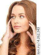 Купить «Красивая молодая женщина с длинными каштановыми волнистыми волосами крупным планом», фото № 4262343, снято 10 октября 2010 г. (c) Syda Productions / Фотобанк Лори