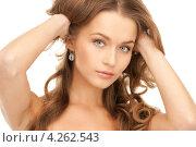 Купить «Красивая молодая женщина с длинными каштановыми волнистыми волосами крупным планом», фото № 4262543, снято 10 октября 2010 г. (c) Syda Productions / Фотобанк Лори