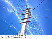 Купить «Молния в проводах линии электропередачи», фото № 4263743, снято 18 октября 2009 г. (c) Алексей C. / Фотобанк Лори