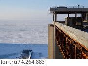 Замороженное строительство: вид на недостроенную гостиницу на берегу океана, Владивосток (2013 год). Стоковое фото, фотограф Анастасия Новодержкина / Фотобанк Лори