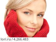 Купить «Красивая молодая блондинка в красных вязаных варежках на белом фоне», фото № 4266483, снято 30 октября 2010 г. (c) Syda Productions / Фотобанк Лори