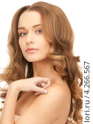 Купить «Роскошная молодая женщина с распущенными длинными густыми волосами», фото № 4266567, снято 10 октября 2010 г. (c) Syda Productions / Фотобанк Лори