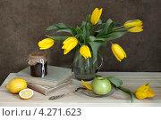 Купить «Желтые тюльпаны. Натюрморт», фото № 4271623, снято 8 февраля 2013 г. (c) Julia Ovchinnikova / Фотобанк Лори