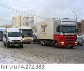 Купить «Плотное движение на Щелковском шоссе, Москва», эксклюзивное фото № 4272383, снято 5 февраля 2013 г. (c) lana1501 / Фотобанк Лори
