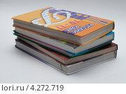 Школьные учебники на белом фоне (2013 год). Редакционное фото, фотограф Александр Дубровский / Фотобанк Лори