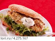 Купить «Сэндвич с жареной курицей из твердого хлеба», фото № 4275167, снято 15 декабря 2017 г. (c) Food And Drink Photos / Фотобанк Лори