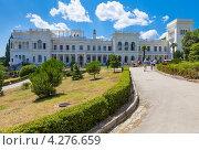 Восточный фасад Большого белого Ливадийского дворца, Крым (2011 год). Редакционное фото, фотограф Иван Сазыкин / Фотобанк Лори