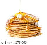 Купить «Блины с маслом и медом на белом фоне», фото № 4278063, снято 9 февраля 2013 г. (c) Лисовская Наталья / Фотобанк Лори
