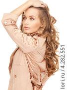 Купить «Привлекательная девушка в длинными волнистыми русыми волосами в бежевом плаще на белом фоне», фото № 4282551, снято 10 октября 2010 г. (c) Syda Productions / Фотобанк Лори