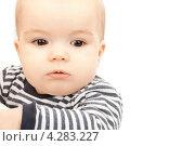 Купить «Очаровательный ребенок в футболке крупным планом», фото № 4283227, снято 5 февраля 2011 г. (c) Syda Productions / Фотобанк Лори