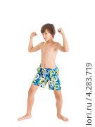 Мальчик подросток в плавках показывает бицепцы. Стоковое фото, фотограф Ирина Смирнова / Фотобанк Лори