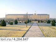 Купить «Кабинет Министров республики Узбекистан», фото № 4284847, снято 18 июля 2000 г. (c) Parmenov Pavel / Фотобанк Лори