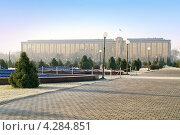 Купить «Кабинет Министров республики Узбекистан», фото № 4284851, снято 18 июля 2000 г. (c) Parmenov Pavel / Фотобанк Лори
