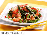 Купить «Жареные креветки со спаржей и зеленью», фото № 4285171, снято 19 октября 2019 г. (c) Food And Drink Photos / Фотобанк Лори