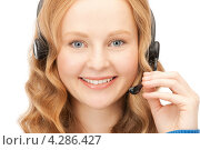 Купить «Привлекательная сотрудница службы поддержки с телефонной гарнитурой», фото № 4286427, снято 27 ноября 2010 г. (c) Syda Productions / Фотобанк Лори