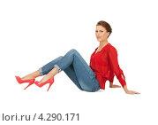 Купить «Яркая молодая шатенка в красной блузке и голубых джинсах», фото № 4290171, снято 12 марта 2011 г. (c) Syda Productions / Фотобанк Лори
