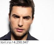 Купить «Портрет красивого мужчины в черной рубашке», фото № 4290947, снято 31 января 2013 г. (c) Валуа Виталий / Фотобанк Лори