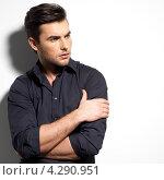 Купить «Портрет молодого человека в черной рубашке», фото № 4290951, снято 31 января 2013 г. (c) Валуа Виталий / Фотобанк Лори